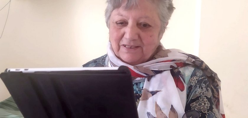 Videoconferències contra la soledat de la gent gran